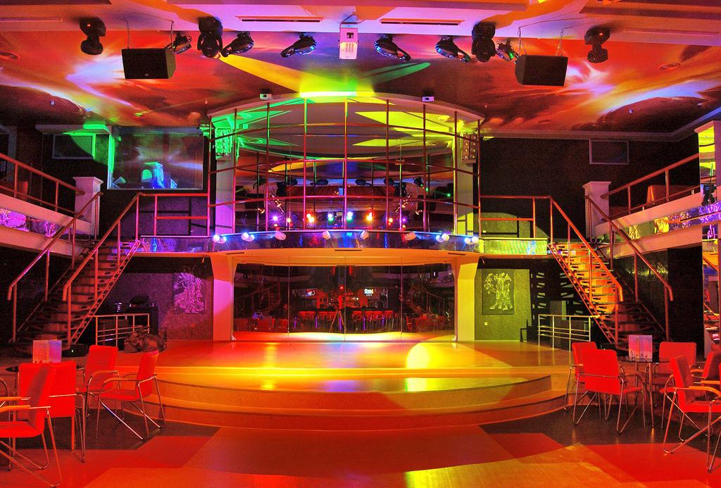 Ночной клуб для начинающих клубы москвы без фейса